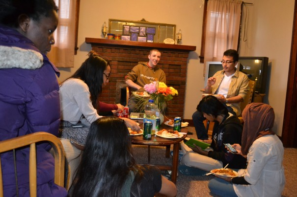 Students having their Easter dinner at the Interfaith House. PHOTO BY JENNYFER LARIOS.
