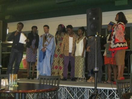 El evento del jueves pasado también presentó un desfile de moda con ropa proveniente de países como Etiopía, Uganda, Somalia y Tanzania. FOTO DE MATT MCCORMACK.
