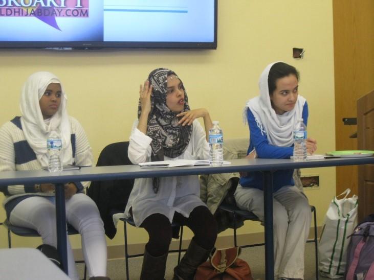 Naima Caydiid, quien se gradúa en 2019, de Somalilandia, Fathimath Shafa, quien se gradúa en 2018, de las Maldivas, y Fatima Jafari, quien se gradúa en 2018, de Afganistán. FOTO DE MATT MCCORMACK.